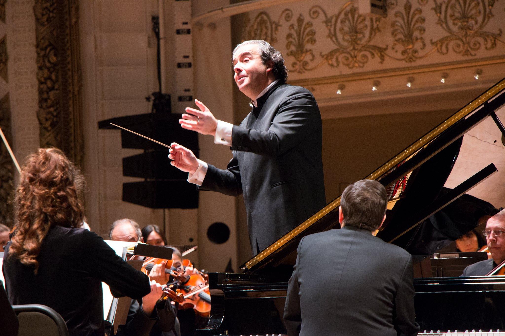 Juanjo Mena's 'Leningrad' Symphony with CSO vivid, powerful